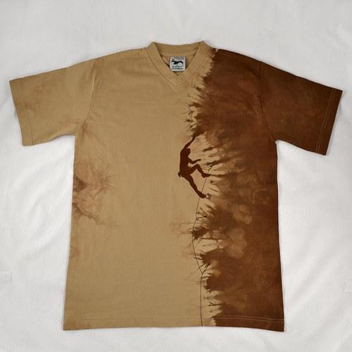 Béžovo-hnědé triko s horolezcem M