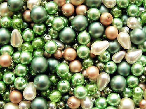 Voskové perle - nezralé oříšky - směs
