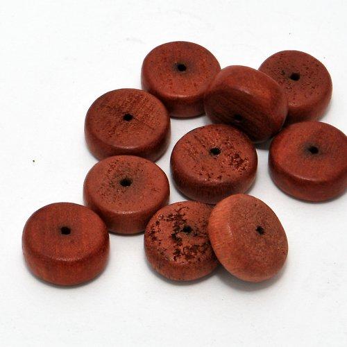 Kokosové heishi červené velké / 10 ks