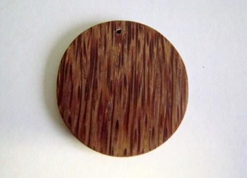 Dřevěný přívěsek