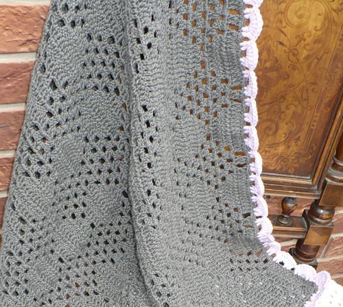 Vlněná háčkovaná deka....šedá