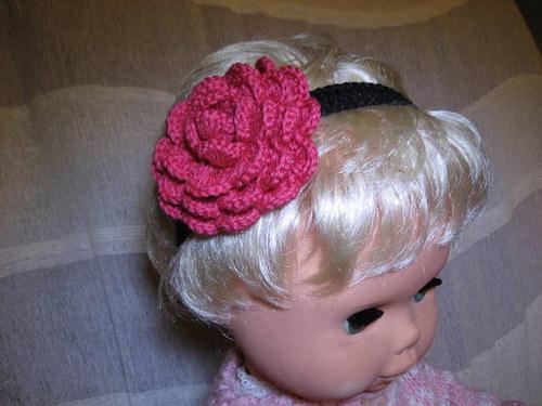 Háčkovaná čelenka s kytkami - růžová/černá