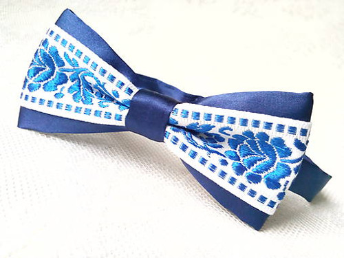 Wedding gentleman (royal blue&white folklore)