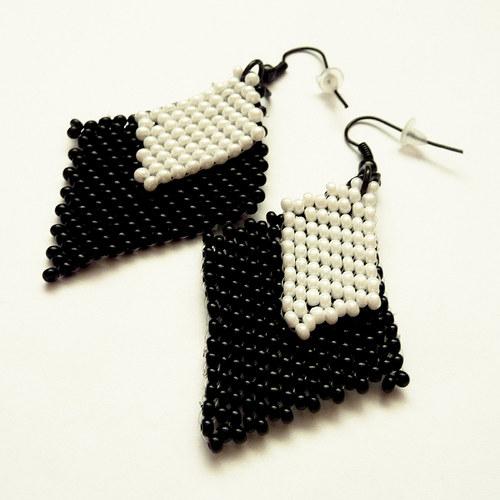 Černo-bílé šité náušnice (29)