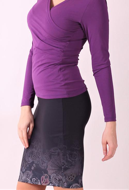 Pouzdrová   sukně se vzorem.