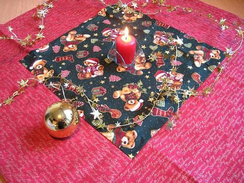 Vánoční patchworkový ubrus 60 x 60 cm