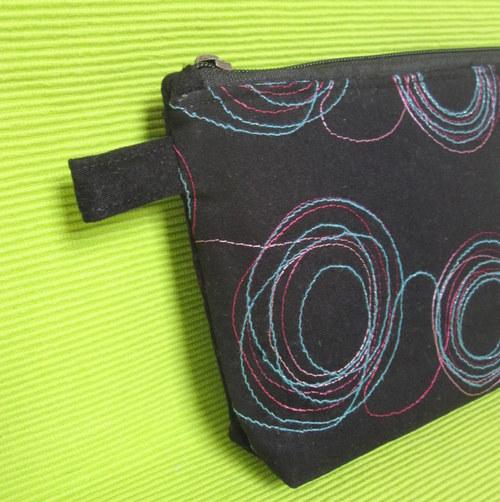 KOSMETICKÁ TAŠTIČKA- barevné kruhy