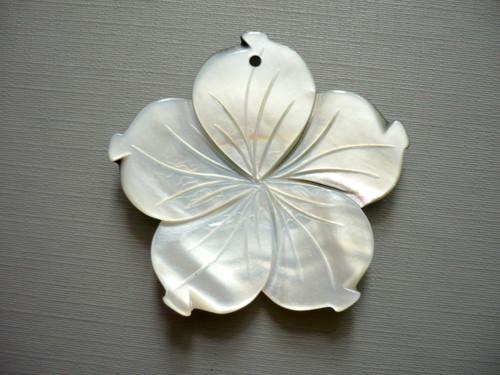 Přívěšek 49 mm - perleť, č.3w