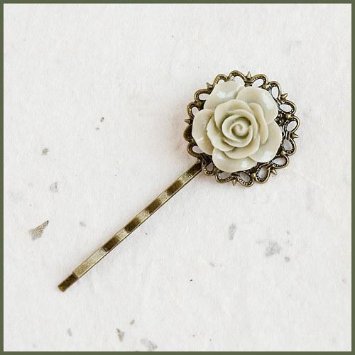 Sponka - béžový květ