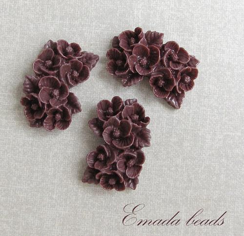 Resin květiny, kabošon vínová 2,6 x 1,7 cm