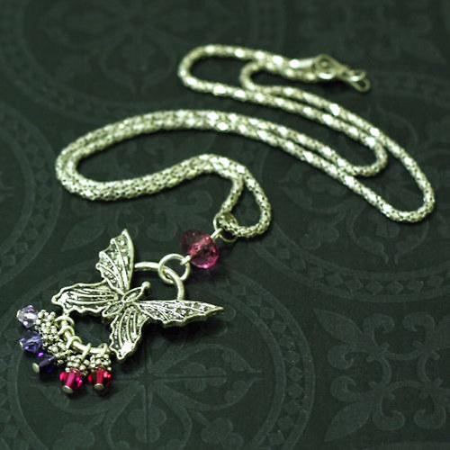 Náhrdelník s motýlkem a Swarovski