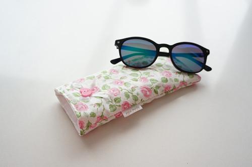 Obal na brýle - růžičky