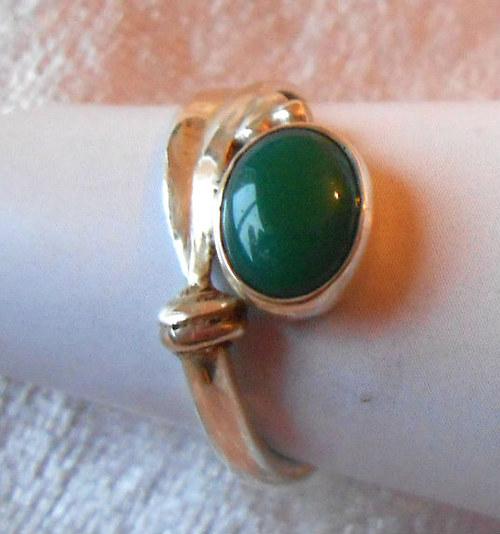 Stříbrný prsten - zelený Achát / Onyx (2)