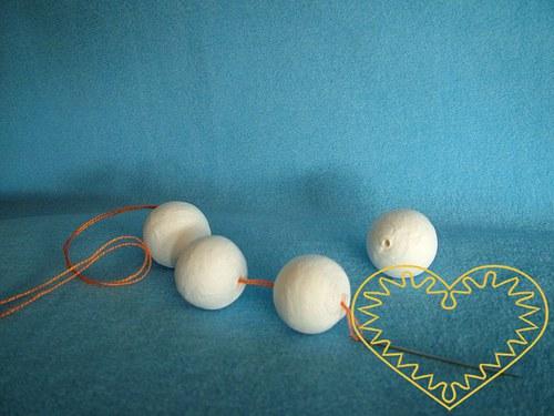 Bílé vatové kuličky ø 30 mm díra skrz - sada 20 ks
