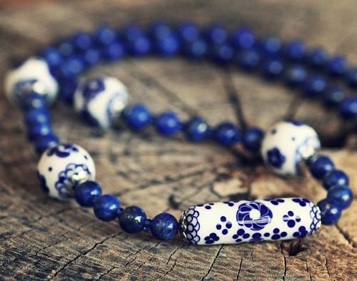 Náhrdelník z vinutek a lapis lazuli