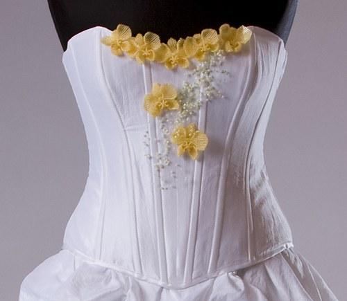 Svatební zeštíhlující korzet se žlutou orchidejí