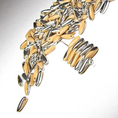 Karamelově stříbrné korálky, jazýčky 3x11mm, 40 ks