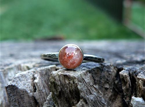 Strieborný (Ag925) Prsteň so Slnečným kameňom
