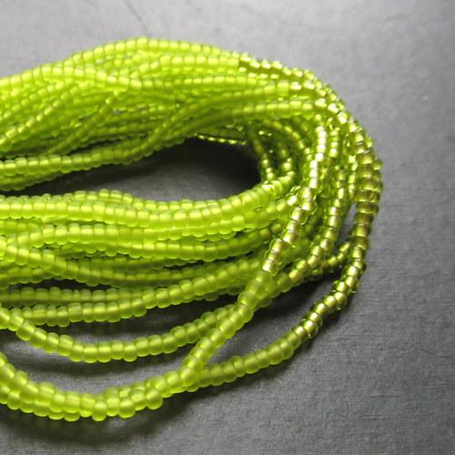 Náramek korálkovkáč světle zelený