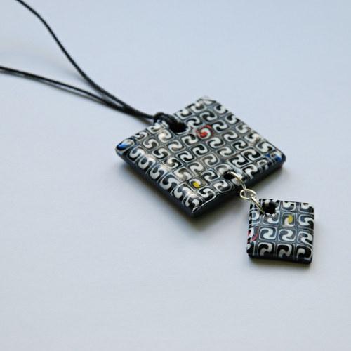 Černo-bílý náhrdelník z fima  Sleva 50%