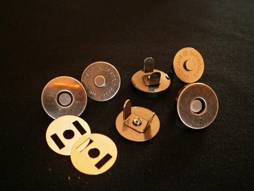 !!!Magnetické zapínání 14mm,starostříbro - 20ks...