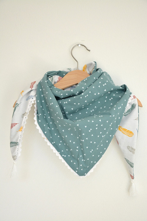Girls scarf blue feathers/white triangle