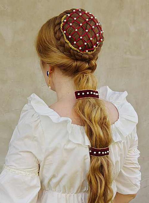 Lukrécie - renesanční příčesek s perlovou síťkou
