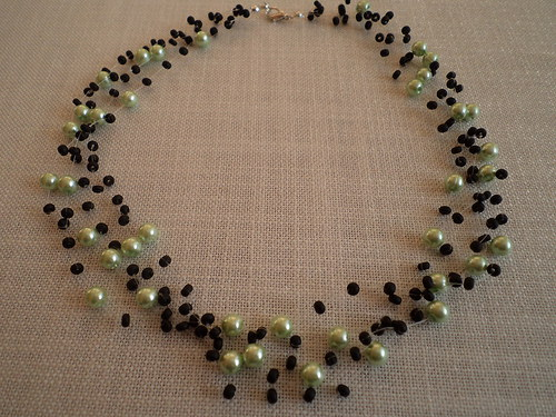 Zelené perly a černý rokail