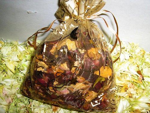 vánoční pytlíček se sušenými plátky květů
