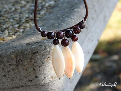 Vínový náhrdelník z granátu a perleti