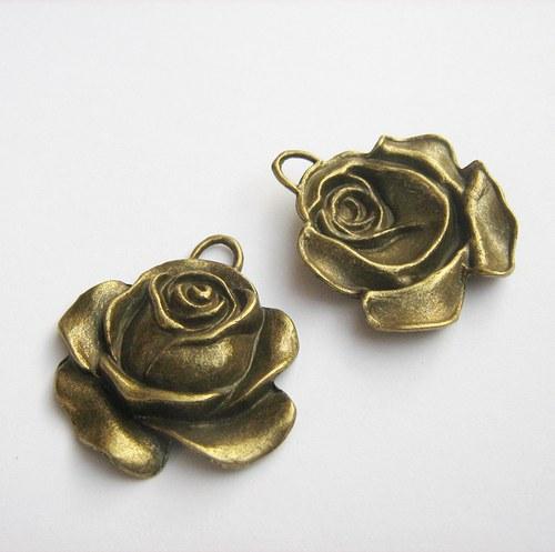 Růže 36 x 33 mm