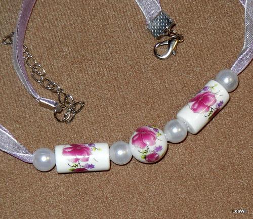 Fialkovo-růžový porcelánový náhrdelník