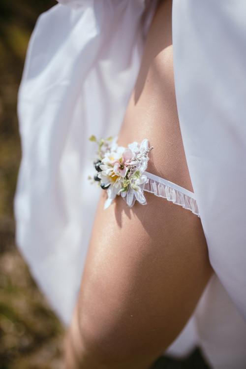 """Podvazek pro nevěstu \""""láskou omámená\"""""""