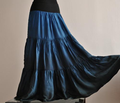 Jako noční obloha...dlouhá hedvábná sukně
