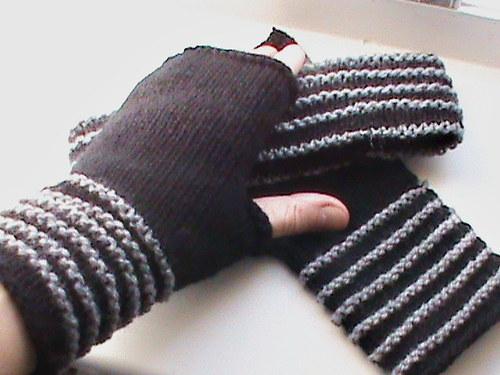 černošedá souprava-návleky na ruce+ čelenka