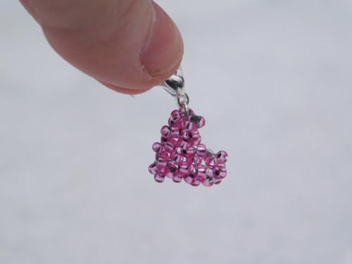 Srdíčko růžové z korálků - přívěsek na náramek