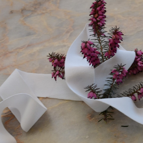 Prádlová pruženka jemná bílá 25 mm