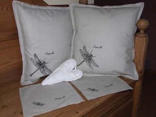 Set polštář a ubrousek s malovanou vážkou