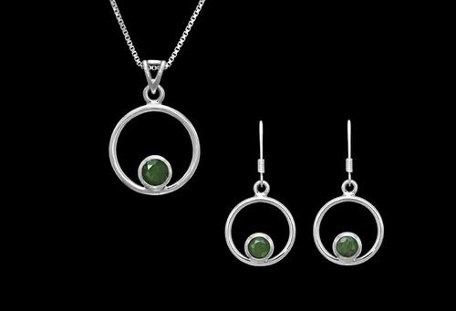 Stříbrný set se zelenými granáty