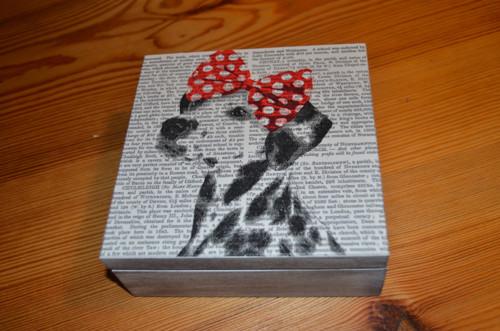 Krabička - pejsek s mašlí