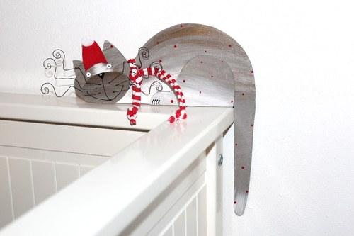 ZIMNÍ dřevěná kočka na dveře nebo polici