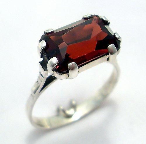 Prsten «Kleopatra» - stříbro 925, přírodní granát