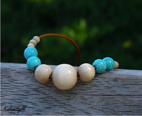 Letní dřevěný náhrdelník s tyrkenitem