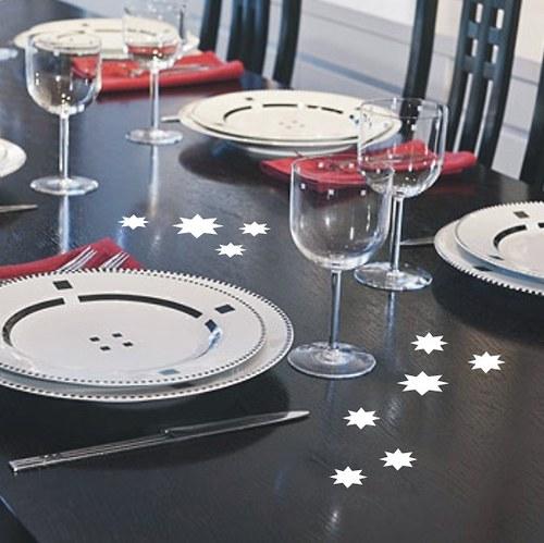 Bílé nebo stříbrné hvězdičky pro váš sváteční stůl