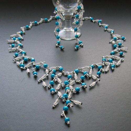 Svatební s modrými perličkami