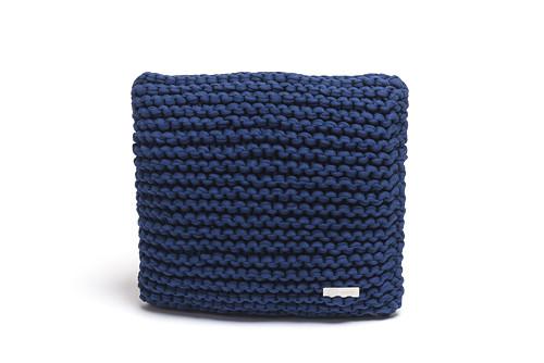 Pletený polštář 40x40 tmavě modrý