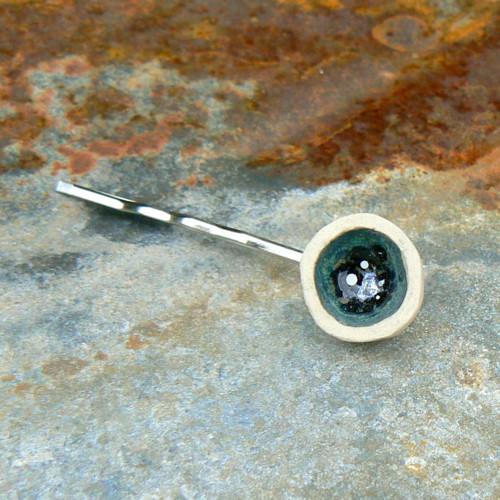 Sponka hliněnka - zelená metalická