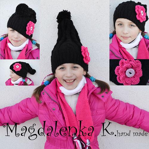 SKŘÍTEK? :D - pletená čepice s háčkovanou květinou