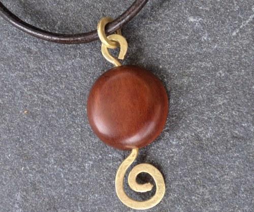 Dřevěný šperk - švestka a mosaz