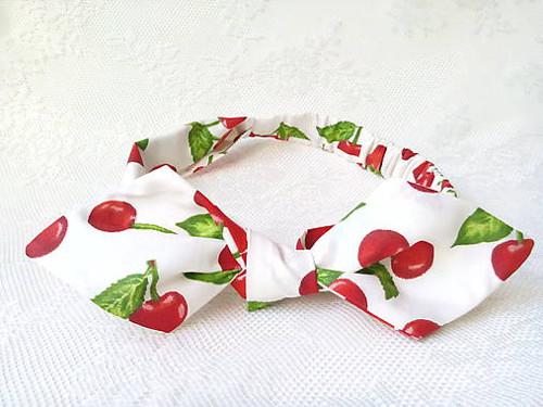 Pin Up headband on elastic (white/cherries)
